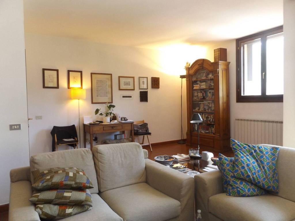 Appartamento in buone condizioni parzialmente arredato in vendita Rif. 7175300
