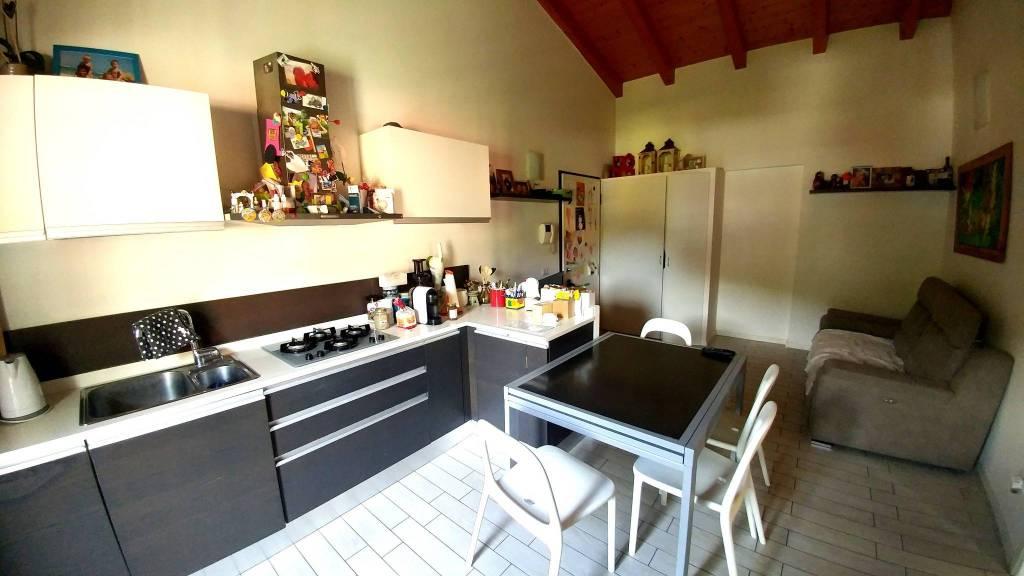 Appartamento in ottime condizioni parzialmente arredato in vendita Rif. 7175773
