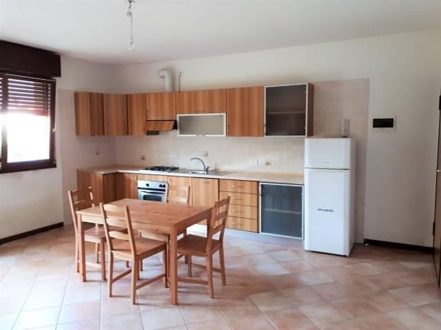Appartamento in buone condizioni parzialmente arredato in affitto Rif. 7170873