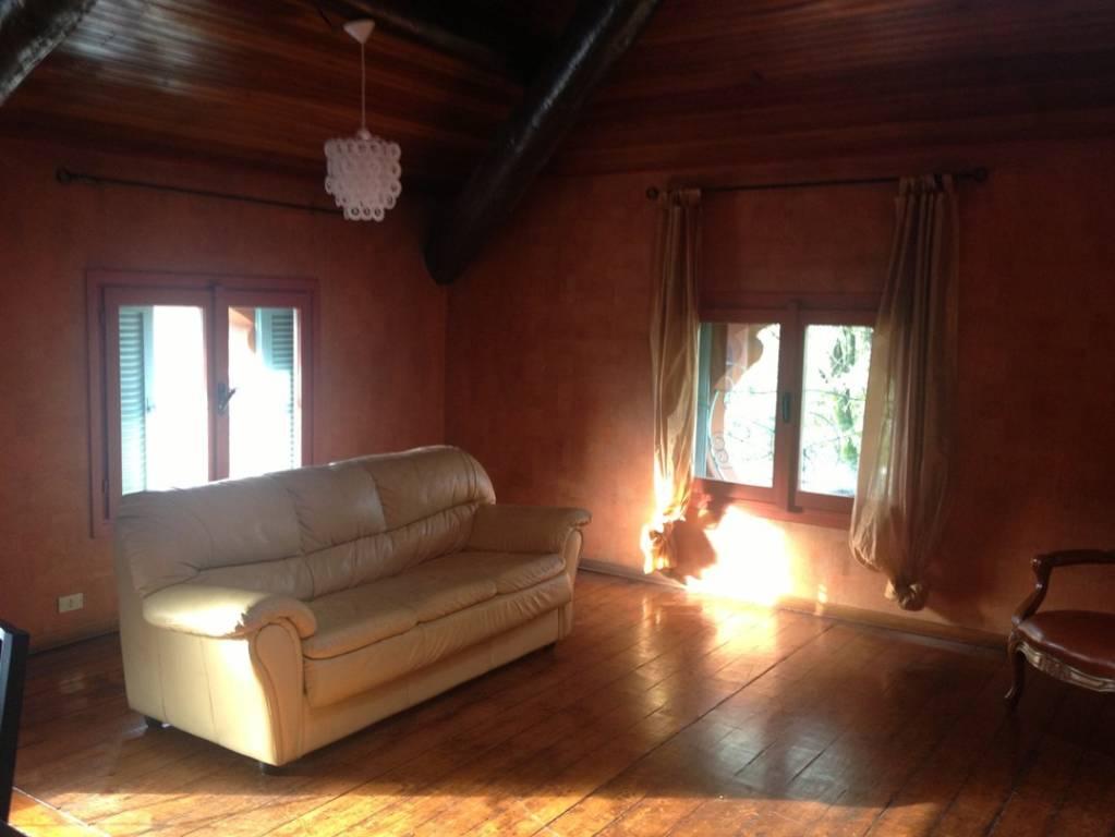 Appartamento in buone condizioni arredato in affitto Rif. 7176410