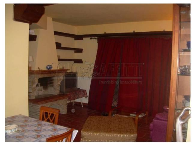 Appartamento in ottime condizioni arredato in affitto Rif. 7174004