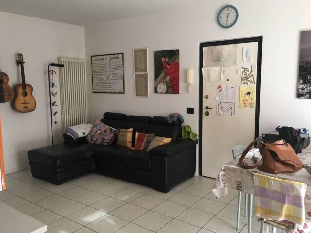 Appartamento in buone condizioni parzialmente arredato in vendita Rif. 7174899