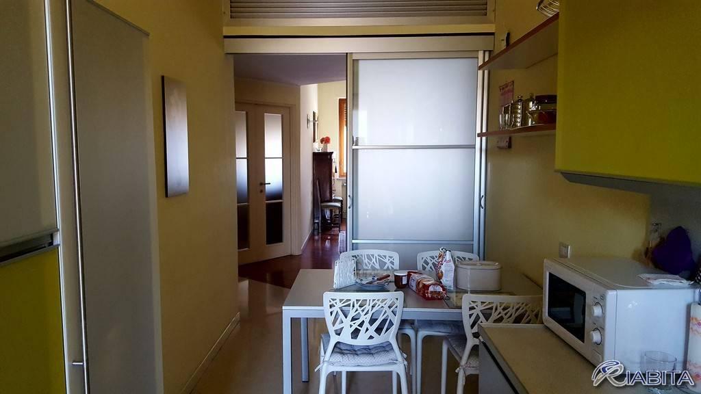 Appartamento in Affitto a Piacenza Semicentro: 4 locali, 135 mq