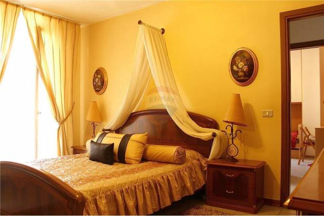 Appartamento in buone condizioni parzialmente arredato in vendita Rif. 7185493