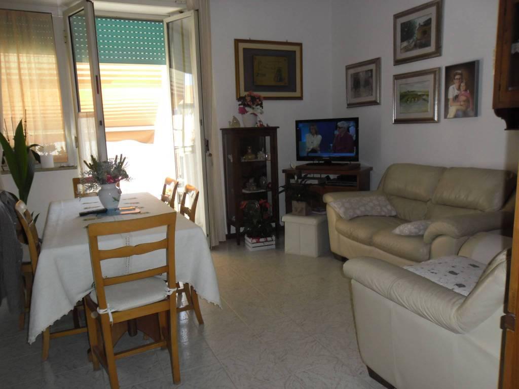 Appartamento in buone condizioni in vendita Rif. 8492477