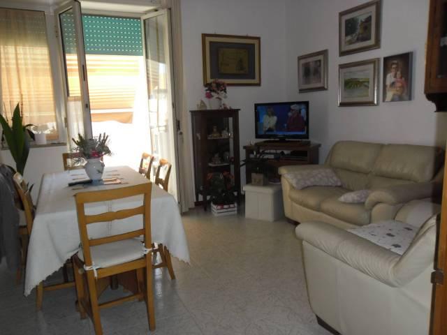 Appartamento in buone condizioni in vendita Rif. 7187648