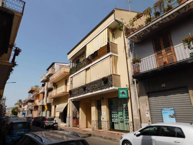 Appartamento in ottime condizioni parzialmente arredato in vendita Rif. 7184970