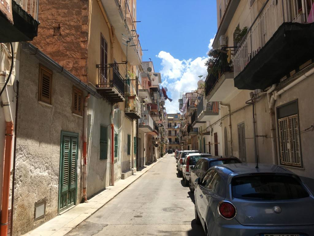 Appartamento in Vendita a Palermo Semicentro: 4 locali, 100 mq