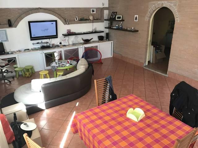 Appartamento in ottime condizioni parzialmente arredato in affitto Rif. 7189086