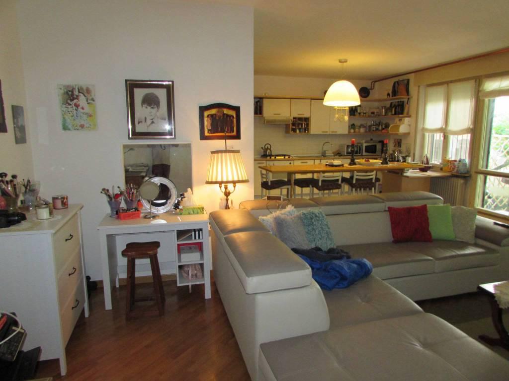 Appartamento in buone condizioni parzialmente arredato in vendita Rif. 7186364