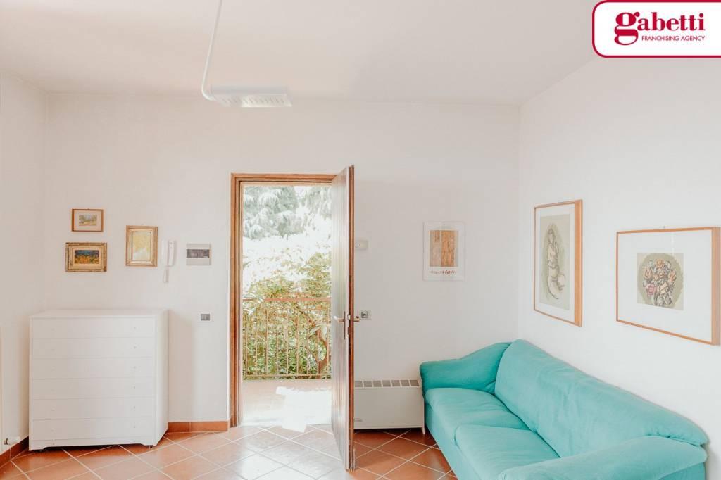 Appartamento in buone condizioni arredato in vendita Rif. 7186257