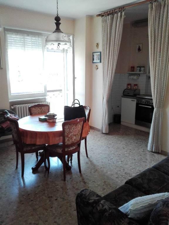 Appartamento in buone condizioni in vendita Rif. 8316758
