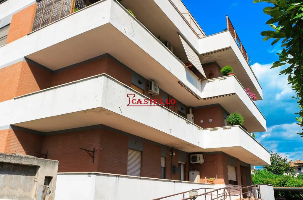 Appartamento in buone condizioni in vendita Rif. 8639232