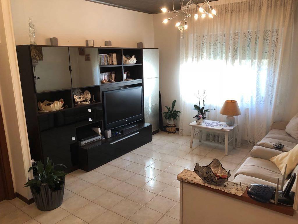 Appartamento in ottime condizioni in vendita Rif. 8851223
