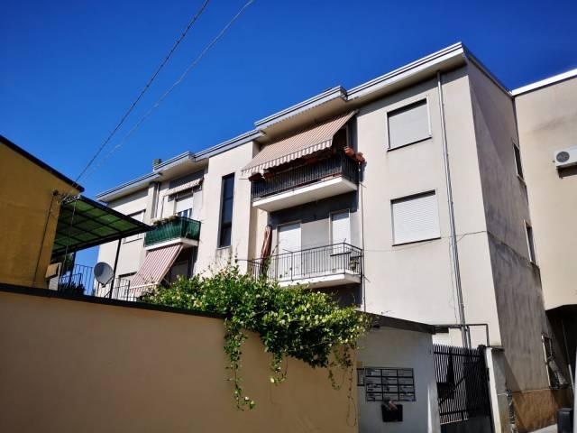 Appartamento in buone condizioni arredato in affitto Rif. 7188513