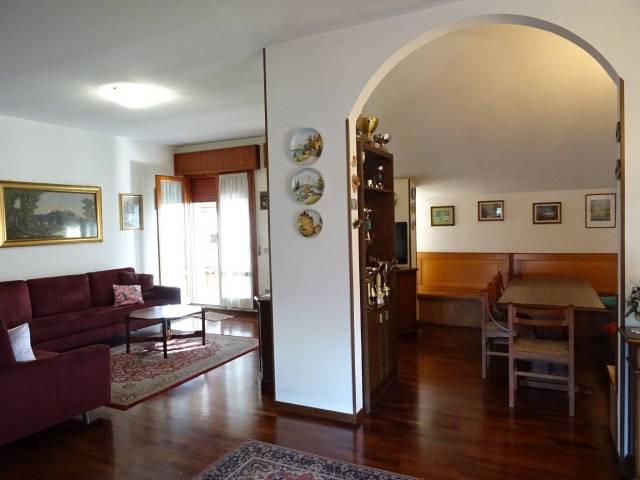 Appartamento in buone condizioni in vendita Rif. 7185432