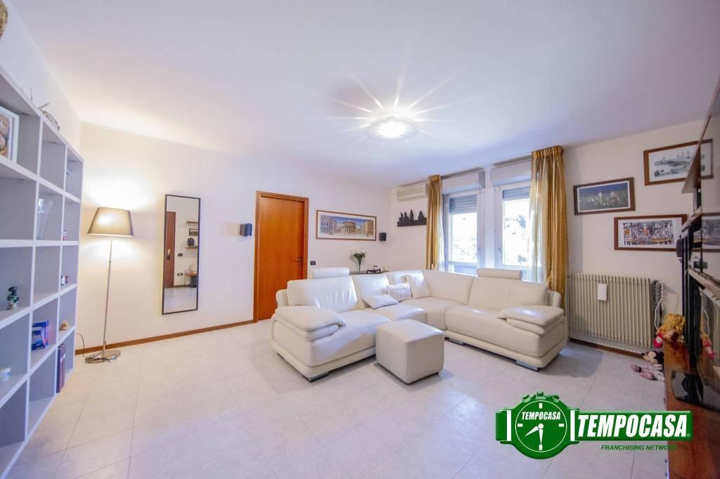 Appartamento in buone condizioni in vendita Rif. 7792539