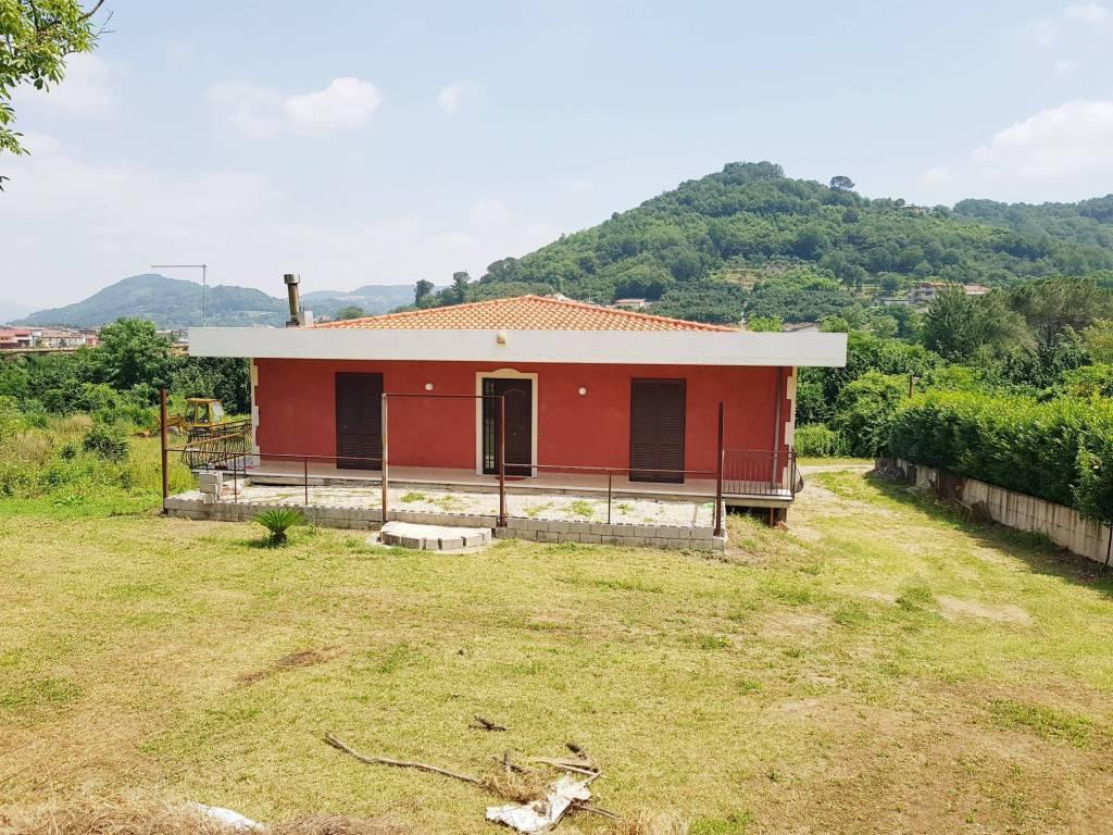 Villa in buone condizioni in vendita Rif. 9139705