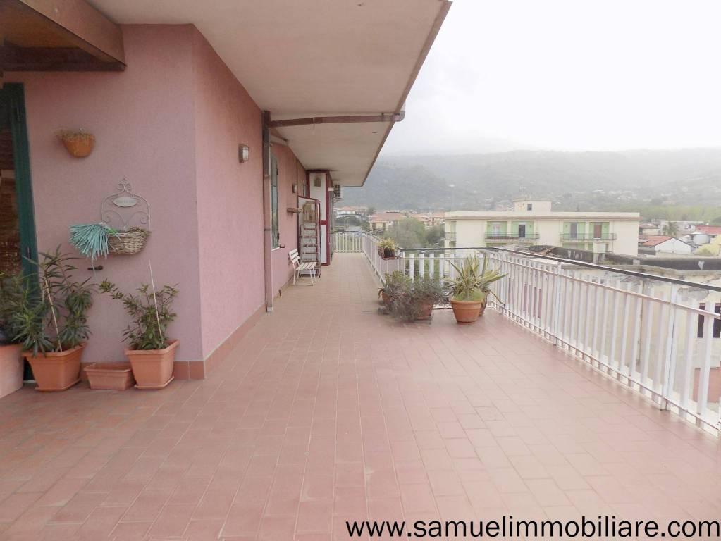 Appartamento in vendita a Giarre, 10 locali, prezzo € 225.000 | PortaleAgenzieImmobiliari.it