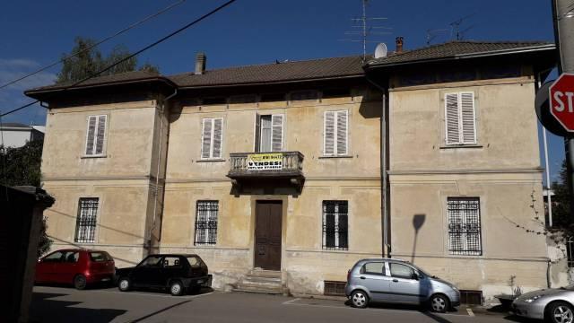 Palazzo / Stabile in vendita a Santhià, 6 locali, Trattative riservate   CambioCasa.it