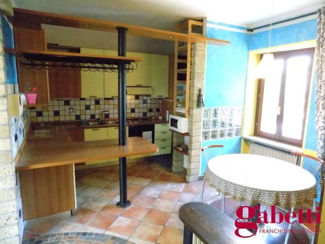 Appartamento in buone condizioni arredato in affitto Rif. 7200571