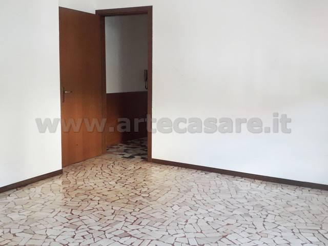 Appartamento in buone condizioni in vendita Rif. 8744828
