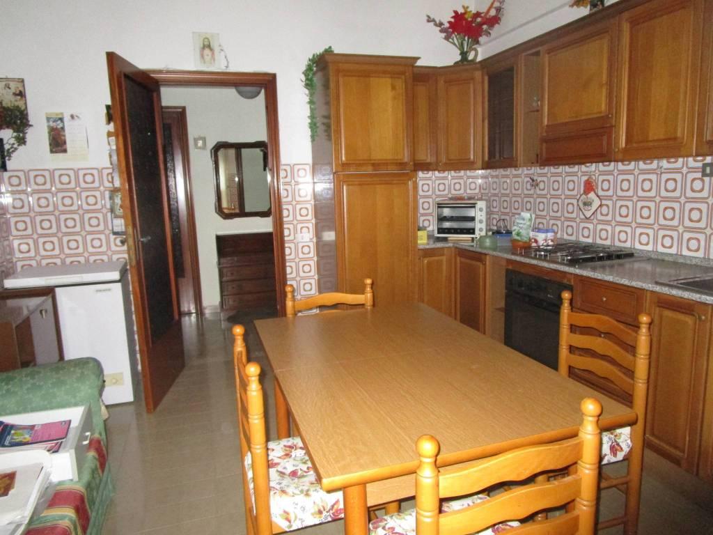 Appartamento in buone condizioni in vendita Rif. 9149904