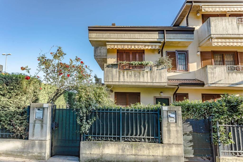Appartamento in ottime condizioni parzialmente arredato in vendita Rif. 7200037