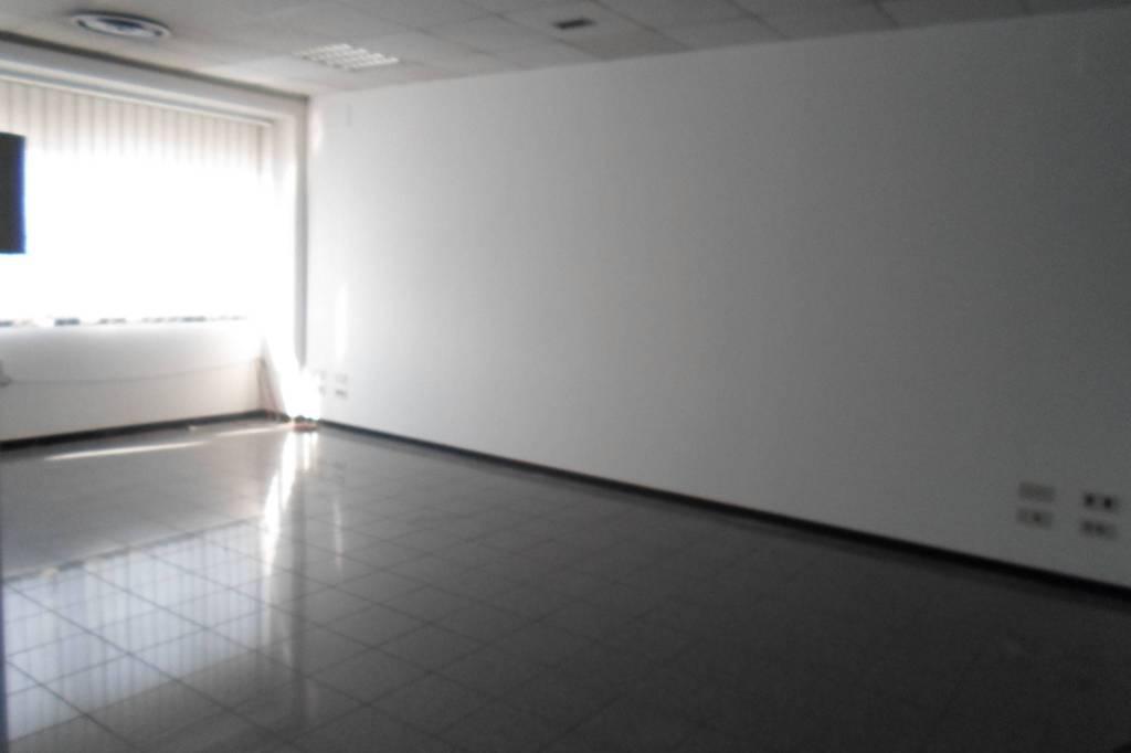 ufficio 300 mq con possibilità di magazzino di 200 mq Rif. 8452168