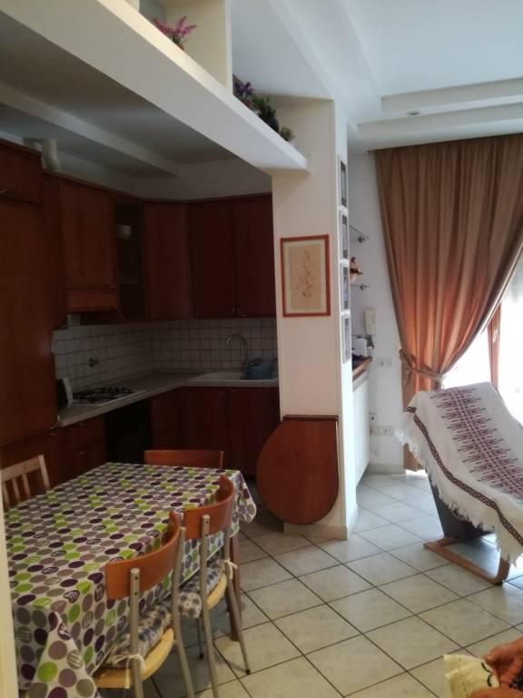 Appartamento in buone condizioni arredato in affitto Rif. 7200383