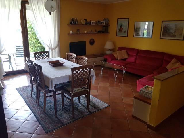 Appartamento in vendita a Cermenate, 3 locali, prezzo € 185.000 | CambioCasa.it