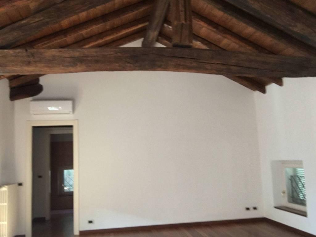 Appartamento in ottime condizioni in affitto Rif. 7047470