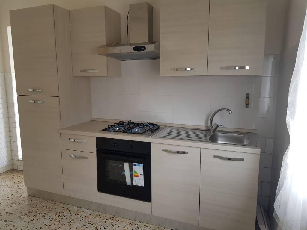 Appartamento in buone condizioni parzialmente arredato in affitto Rif. 7200356