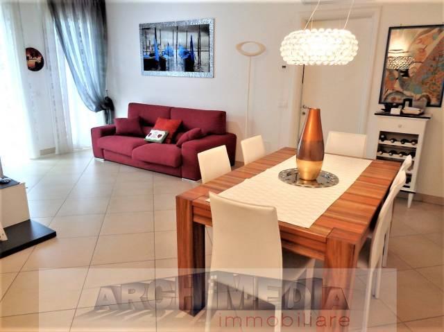Appartamento in buone condizioni in vendita Rif. 7216274