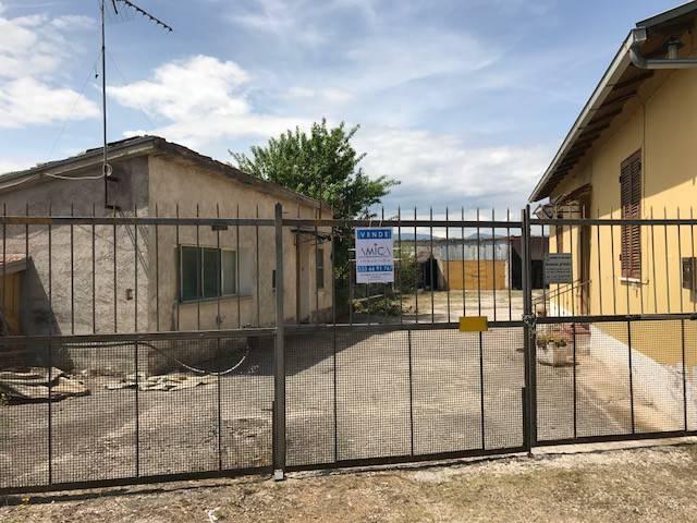 Rustico / Casale in vendita a Avezzano, 6 locali, prezzo € 50.000 | PortaleAgenzieImmobiliari.it