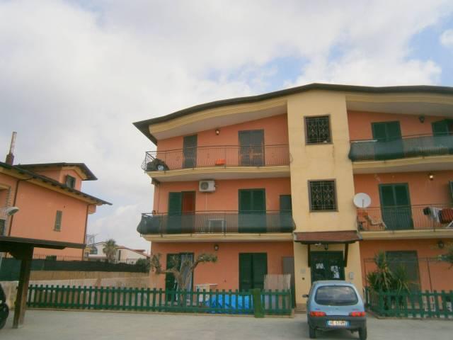 Appartamento in buone condizioni in affitto Rif. 7215813