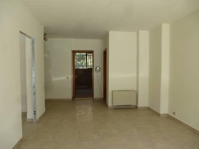 Affitta o vende a Foligno in via Cadore ( traversa di Viale Rif. 7215353