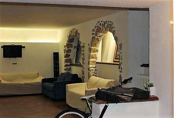 Villa in vendita a Claviere, 26 locali, prezzo € 220.000 | CambioCasa.it