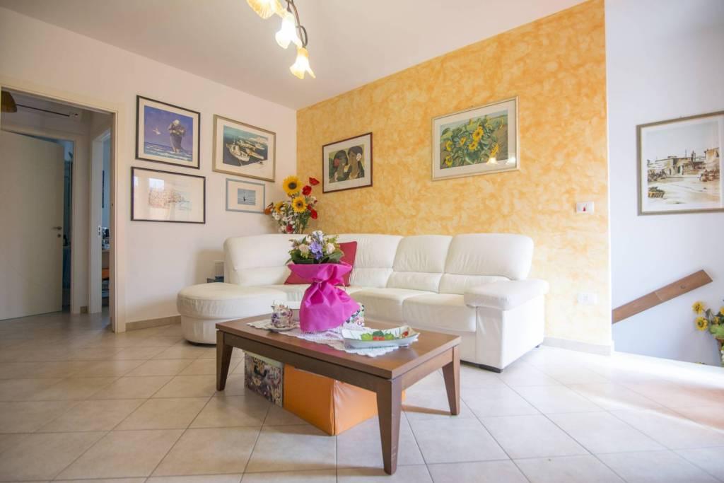 Appartamento in buone condizioni in vendita Rif. 7217341