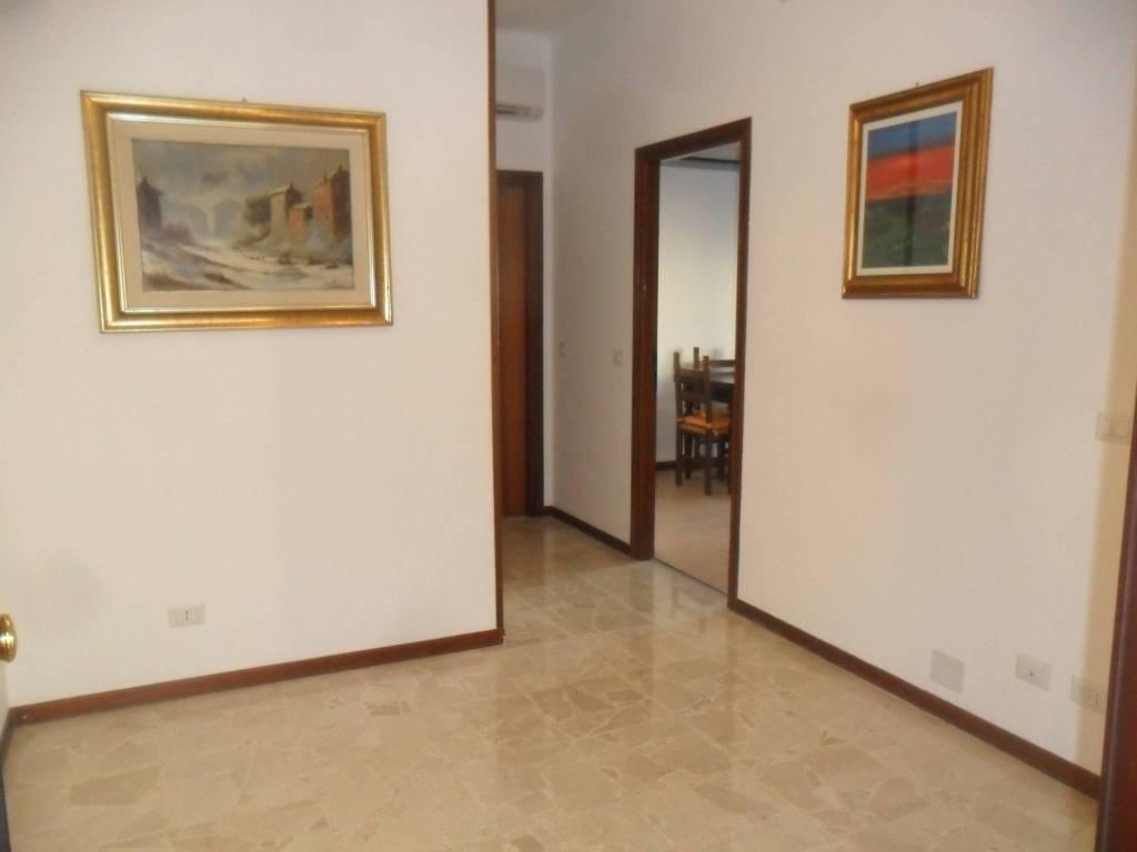Appartamento in ottime condizioni parzialmente arredato in affitto Rif. 7214691