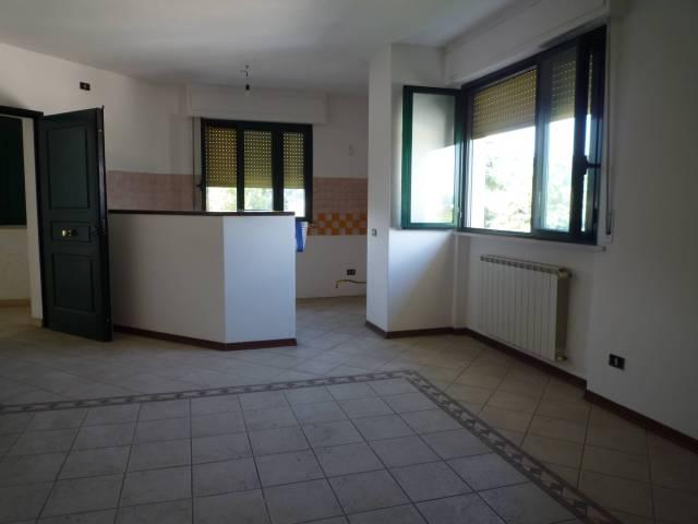 Appartamento in ottime condizioni in vendita Rif. 7215114