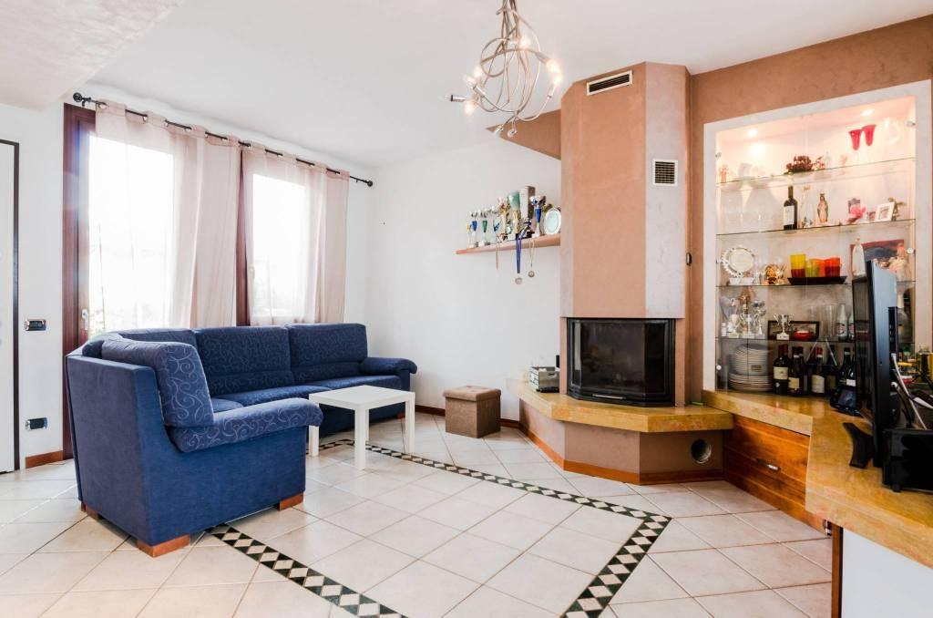 Appartamento in ottime condizioni in vendita Rif. 7213562