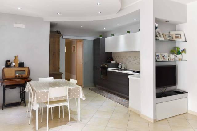 Appartamento in ottime condizioni in vendita Rif. 7215447