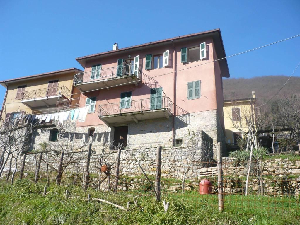 Appartamento in buone condizioni arredato in vendita Rif. 7214626