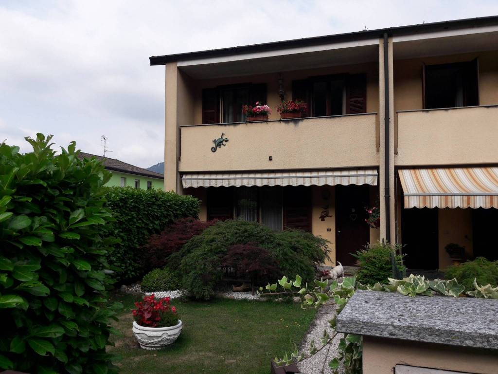 Villa a Schiera in vendita a Besano, 4 locali, prezzo € 235.000 | CambioCasa.it