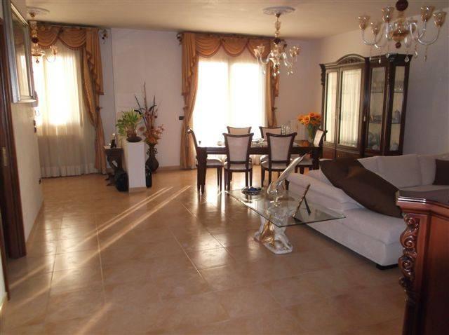 Appartamento in ottime condizioni in vendita Rif. 7228712