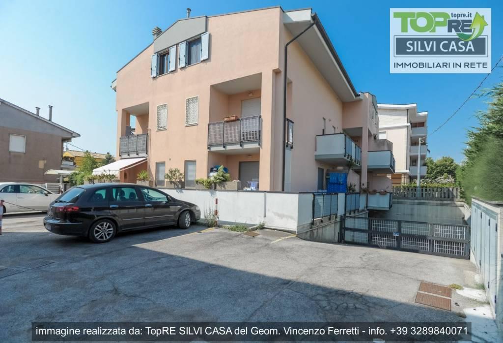 Appartamento in ottime condizioni parzialmente arredato in vendita Rif. 8156356