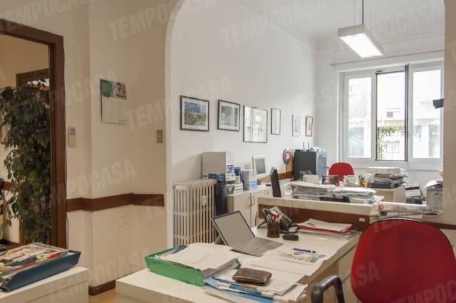 Appartamento in vendita 3 vani 105 mq.  via Alfonso Corti 28 Milano