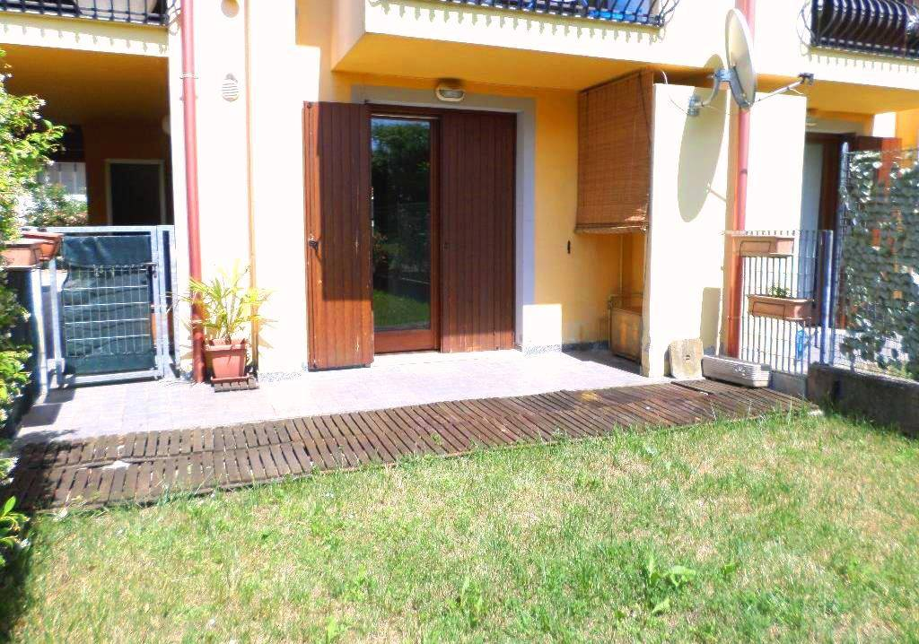 Appartamento in buone condizioni parzialmente arredato in vendita Rif. 7235592