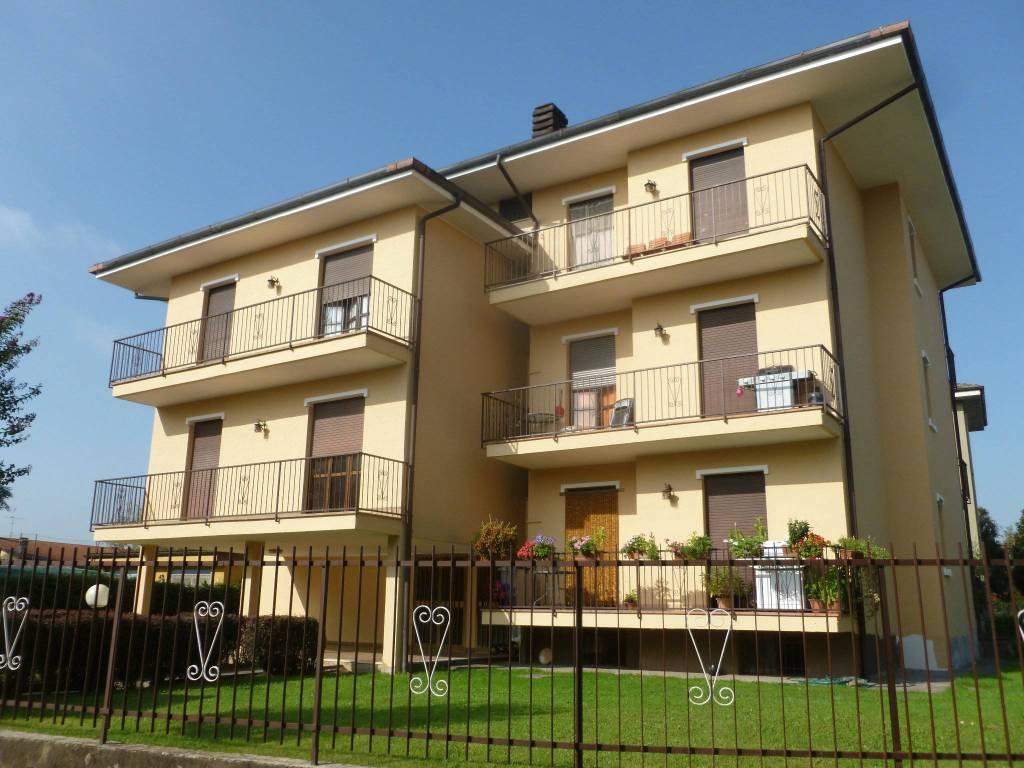 Appartamento in buone condizioni in affitto Rif. 8354836